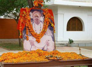 Sri-Mahaprabhuji-in-Jadan-Ashram