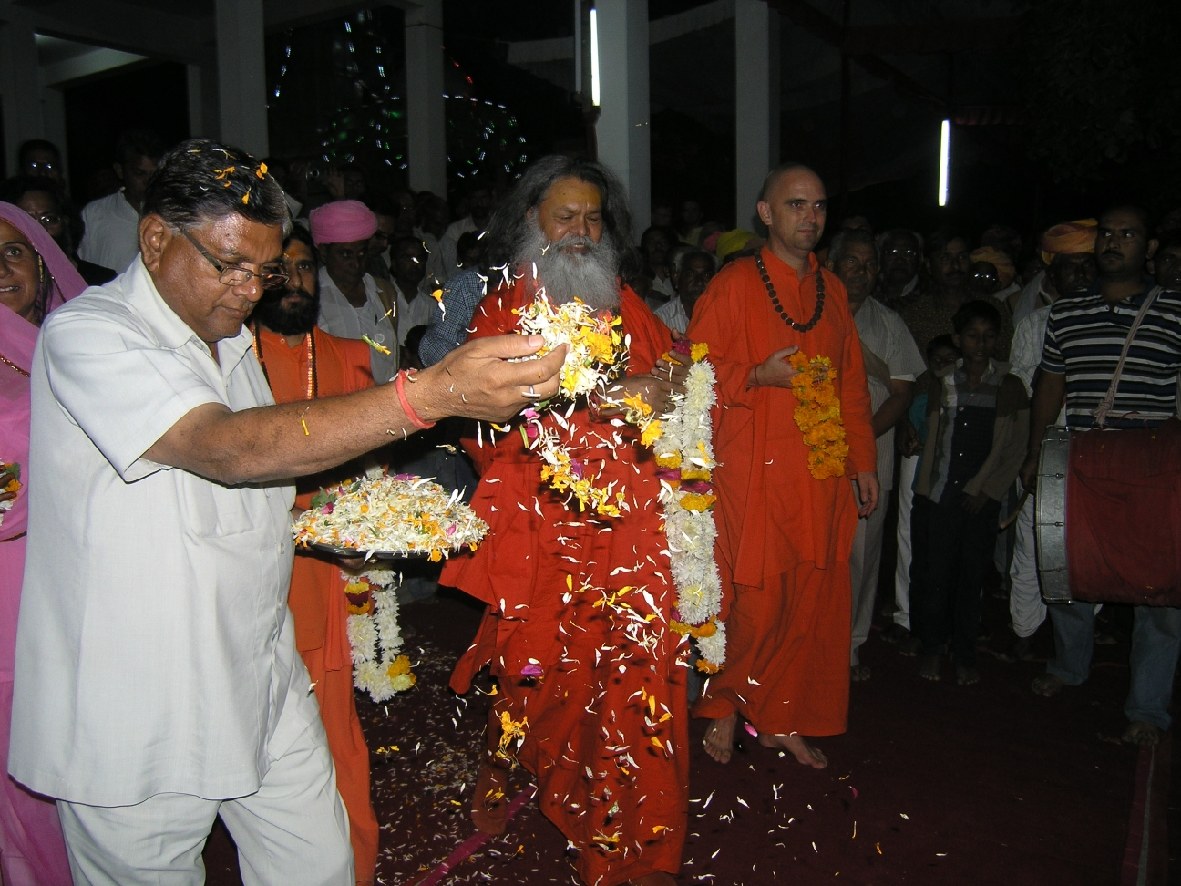 Welcoming Vishwaguru Maheshwarananda