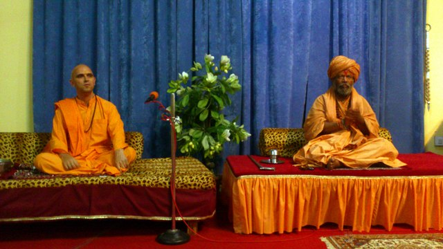 MM Sw. Vishokanandji with MM Sw.Jasraj Puriji in Jadan Apr2013