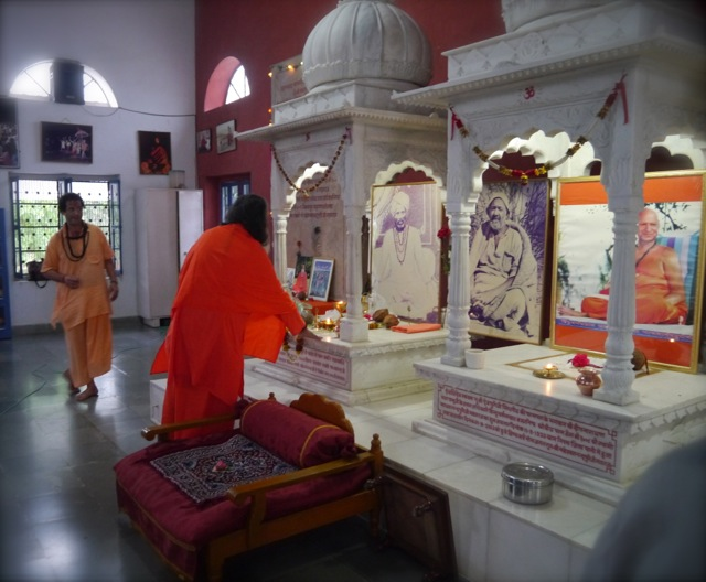 Swamiji arrives at Kailash Ashram as Swami Hari Puriji rushes to welcome Him