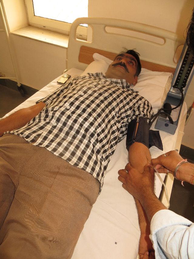 4 50 Ashram Members doneated blood to the Red Cross