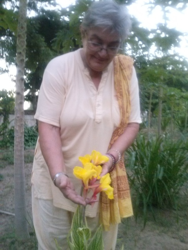 Savitriji checking out new variety of canna lily 600