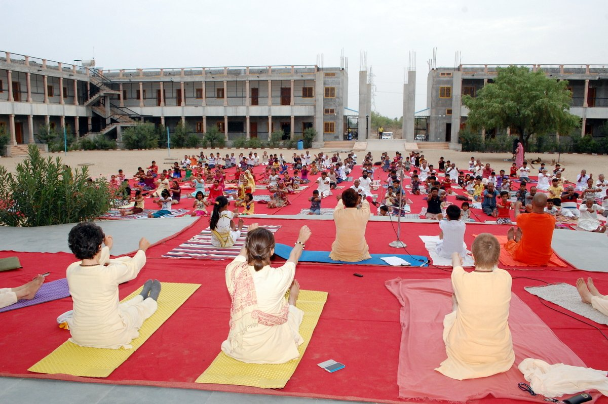 2-Almost-400-People-Gathered-In-Jadan-Ashram-For-Idy