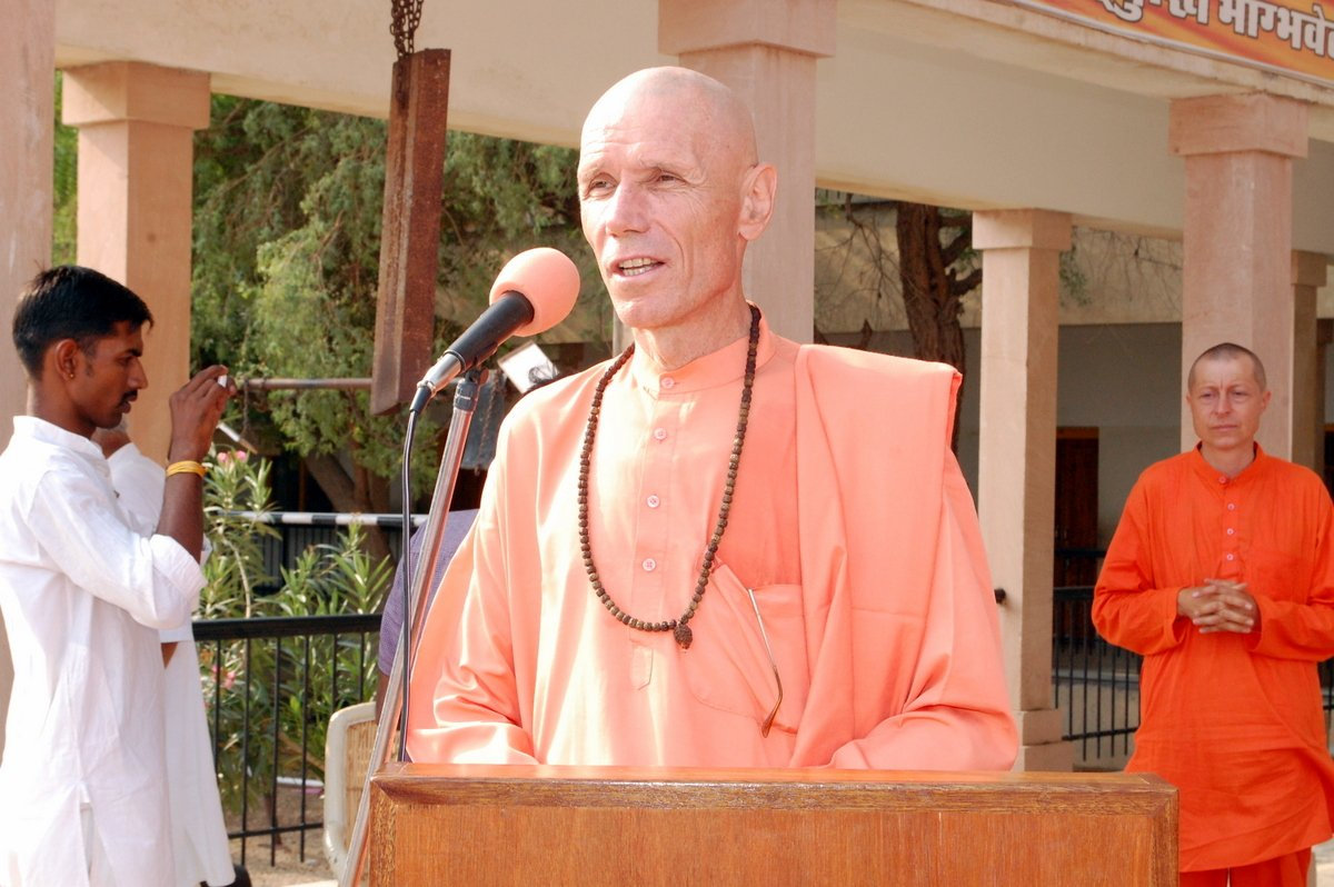 25-Swami-Yogesh-Puriji---Science-Of-Yoga-Brings-In-Harmony-Our-Inner-And-Outer-World