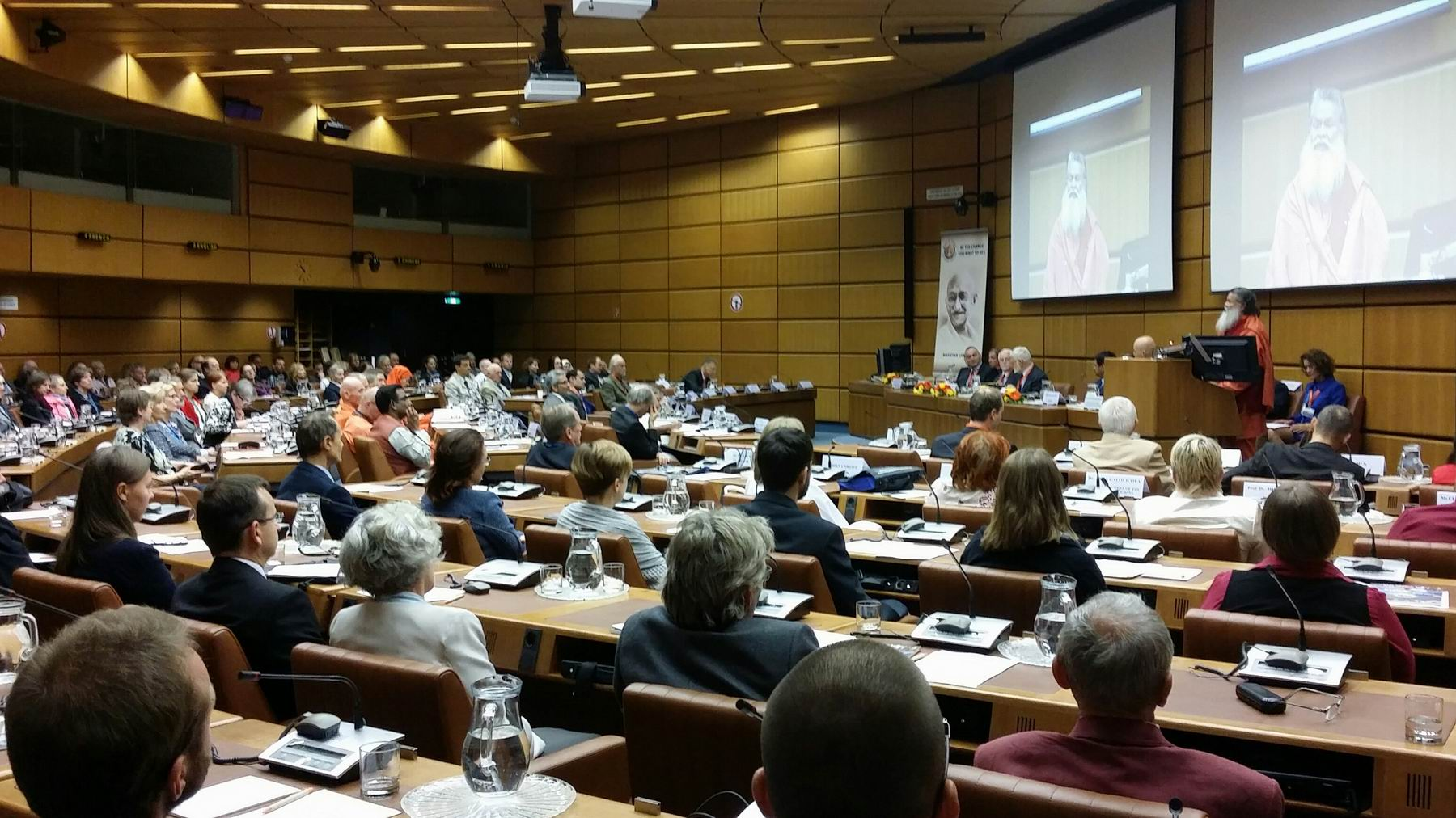 20151002 Vishwaguruji-speaking-at-the-Vienna-Conference