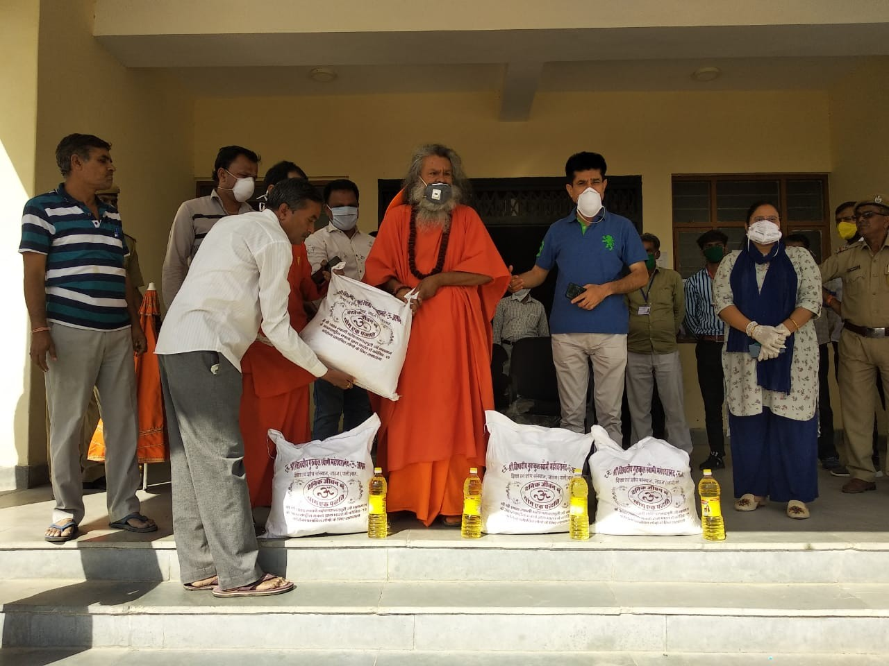 Vishwaguruji donates food to the poor