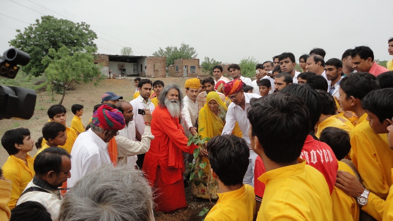 Swamiji at Shanti world peace tree jadan