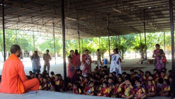 Children-in-Om-Ashram-1
