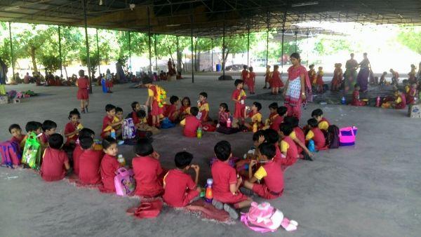 Children-in-Om-Ashram-2