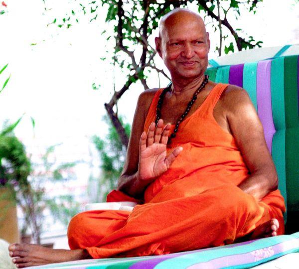 Holy-Guruji-Blessing