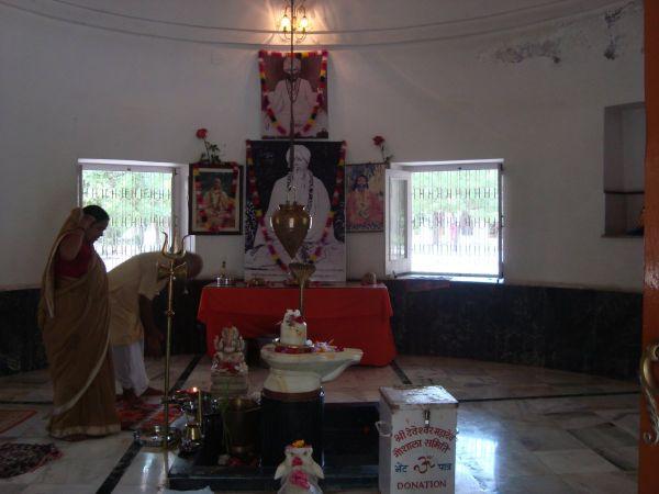 Jadan-ashram-02