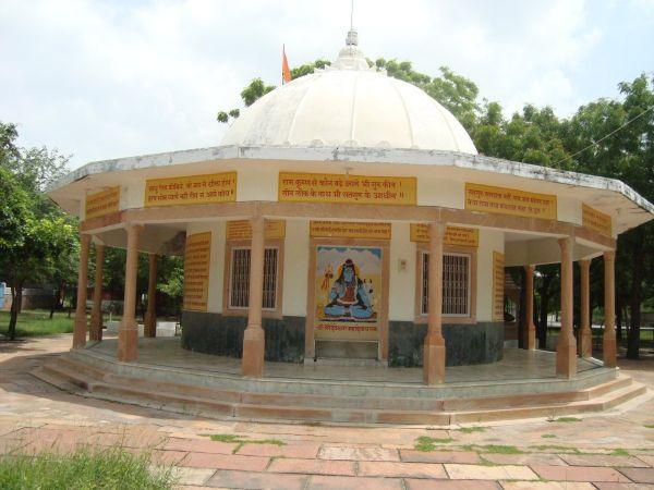 Jadan-ashram-04