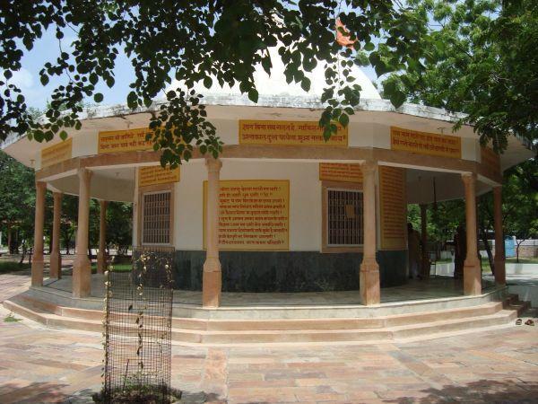 Jadan-ashram-05