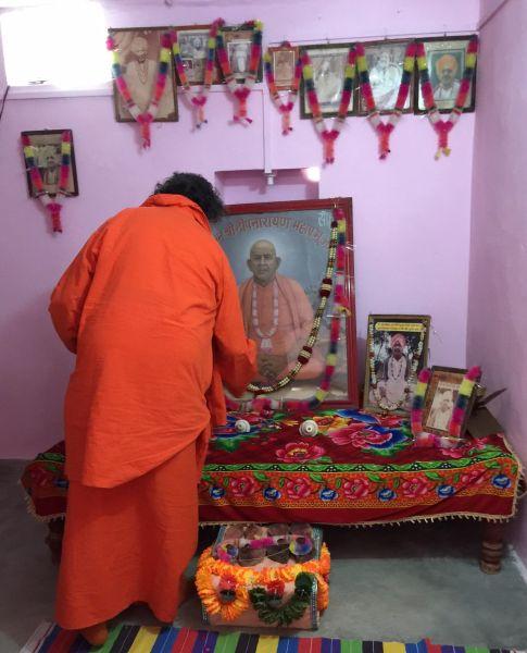 Khatu-Dhuna-Swamiji1