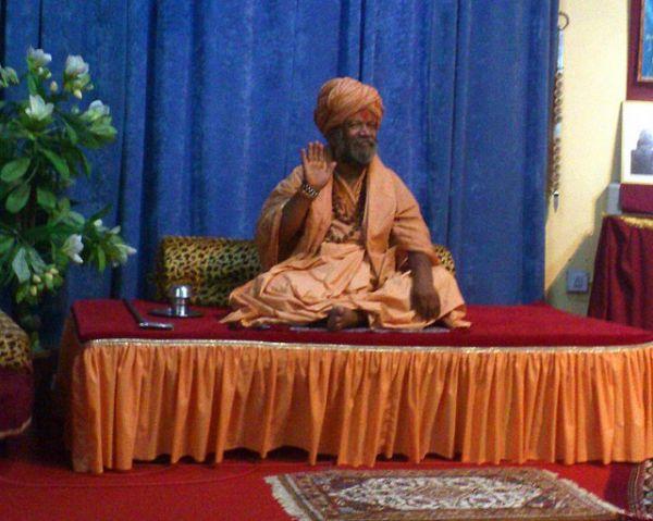 MM Sw.Vishokanandji blessing Jadan students
