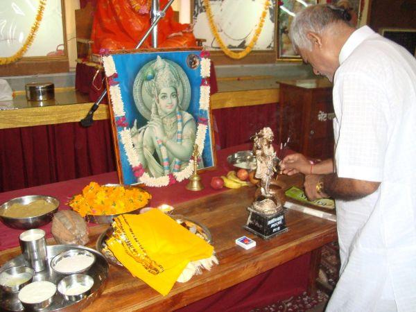 Om-ashram-janamashthmi-2015-1