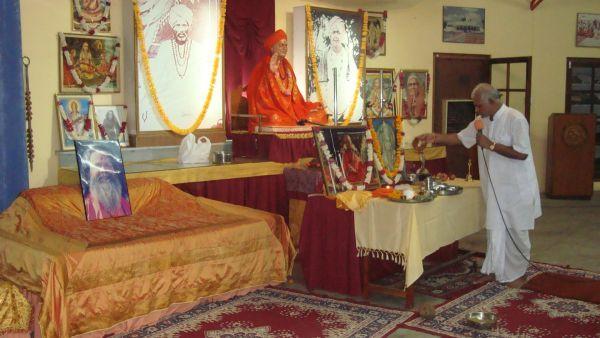 Om-ashram-janamashthmi-2015-2