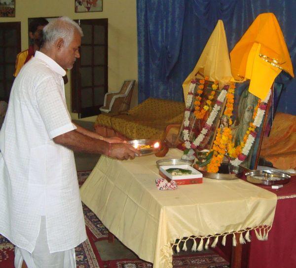 Om-ashram-janamashthmi-2015-3