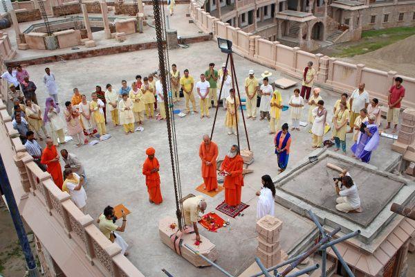 Om-ashram-kalash-06