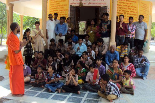 Om-ashram-visit2