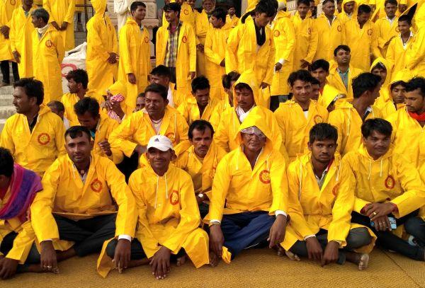 Raincoats labour 2