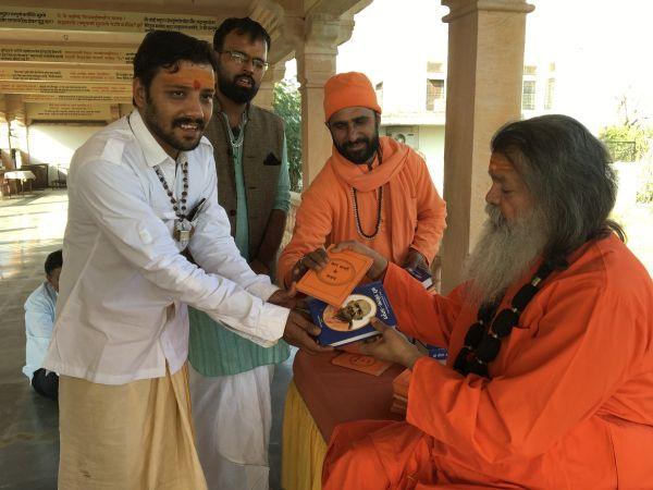 Vishwaguruji prays for World Peace 08