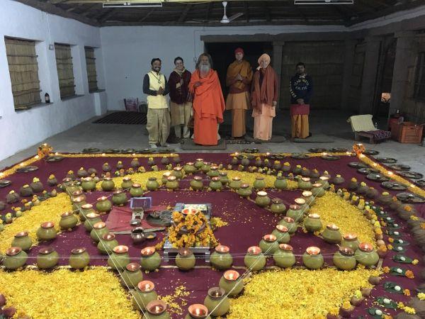 Vishwaguruji prays for World Peace