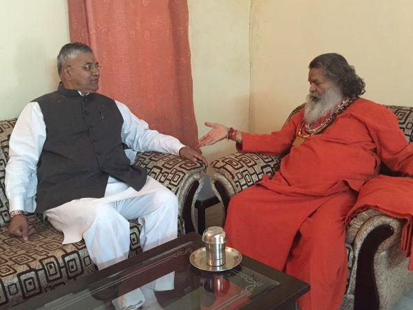 Vishwaguruji-with-minister