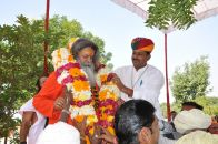 Vishwaguru Maheshwarananda with pushpamala