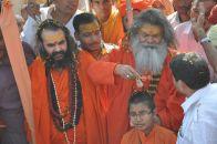 Vishwaguru Maheshwarananda with Shankaracharya